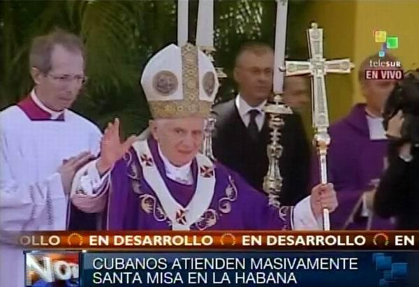 Sumo Pontífice Benedicto XVI saluda al pueblo cubano en Santa Misa oficiada en la Plaza de la Revolución en La Habana, Cuba. Foto: TeleSUR / Radio Rebelde.