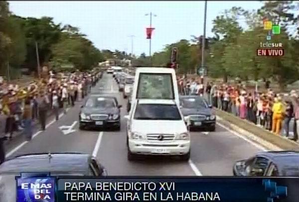 Benedicto XVI recorrió las calles habaneras. Foto Radio Rebelde/Telesur