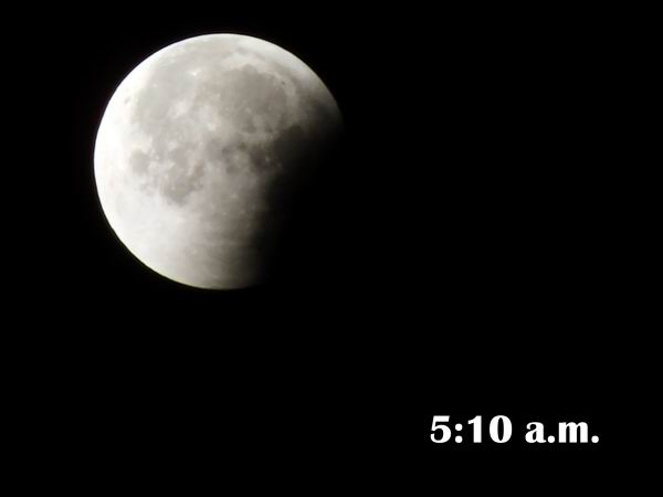 En fotos el eclipse lunar. Foto: Abel Rojas Barallobre