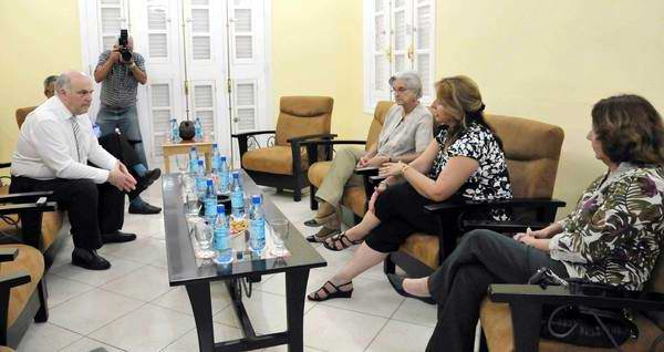 Belgian Parliamentarian Speaks with Relatives of the Cuban Five