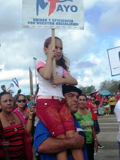 Desfile en Holguín por el 1ro. de mayo. Foto: Aroldo García