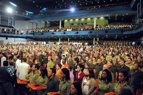 La ceremonia fue presenciada por altos oficiales del MININT, combatientes en activo y pensionados de los Órganos de la Seguridad del Estado. Foto: Juvenal Balán