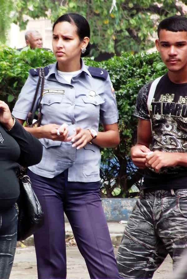 Mujer policía. Foto Abel Rojas.