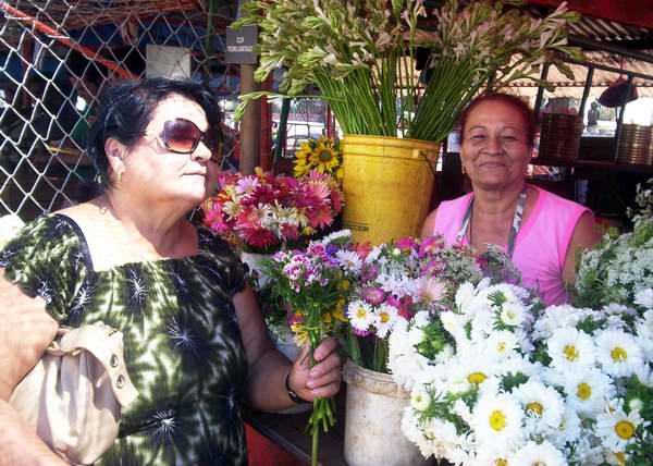 Florista cubana. Foto Abel Rojas.