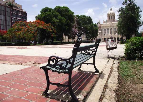 Parque 13 de Marzo en el municipio Habana Vieja, Cuba. Foto: Abel Rojas.