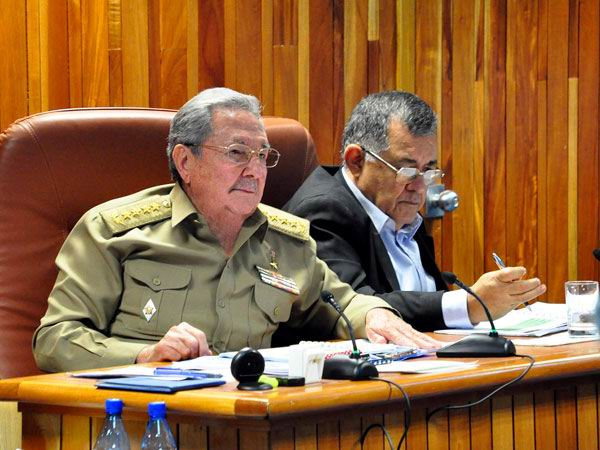 Raul Castro Heads Meeting of Cuban Council of Ministers