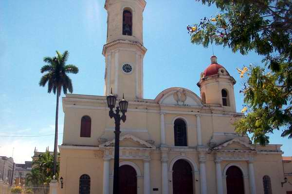 Spanish Enterprise Refurbishes Stained Glass Windows in Cienfuegos