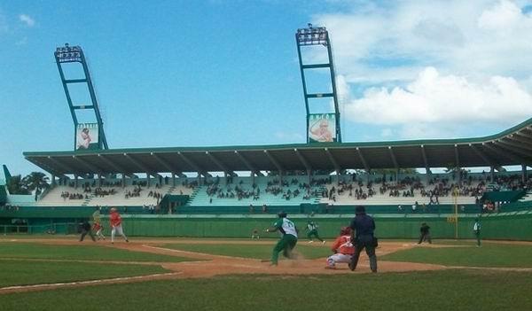 Empatado Play Off de Béisbol entre Elefantes y Naranjas. Foto Mireya Ojeda